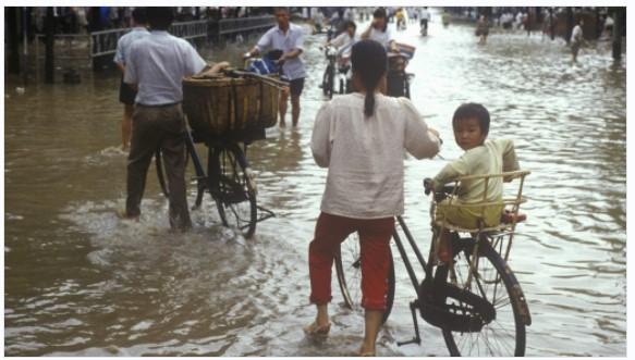 四川省での過剰な洪水は中国のビットコイン採掘者に20%のハッシュレート損失を引き起こす
