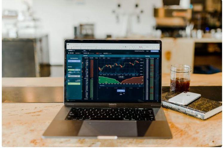 ニューヨーク証券取引所に上場している投資会社は、ビットコインが12,000ドルに激突すると述べています